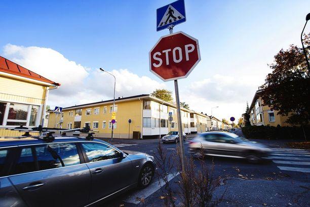 Stop-merkki kertoo aina siitä, että kyseessä on tavallista vaarallisempi risteys.