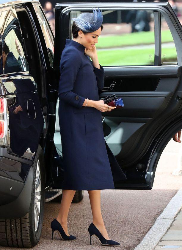 Meghan pukeutui Givenchyyn myös prinsessa Beatricen häissä.