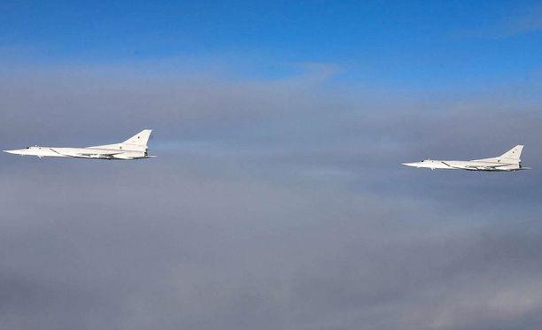 Suomen ilmavoimat kuvasi venäläisiä Tupolev Tu-22M -pommitus- ja tiedustelukoneita Itämerellä viime vuoden joulukuussa.