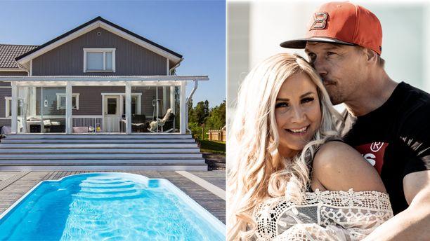 Aki ja Rita myyvät taloaan 27 000 euroa halvemmalla.