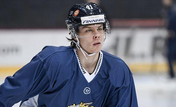 Miro Heiskanen on pelikuntoinen Leijonien MM-avauksessa.