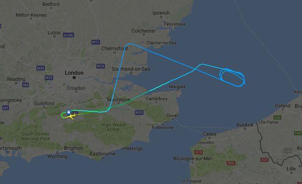 Lentoliikenteen reaaliaikaiseen seuraamiseen tarkoitetussa Flight Radar-ohjelmassa näkyi koneen tekemä käännös.