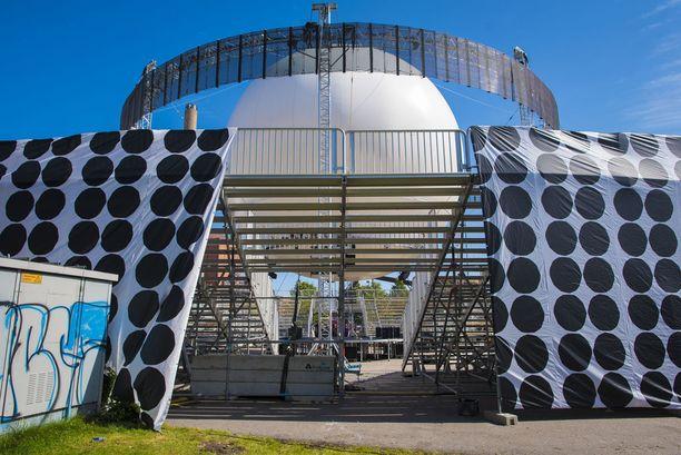 Bright Balloon 360° -lava on ollut usein niin suosittu, että kaikki halukkaat eivät ole mahtuneet siellä esiintyvien artistien keikoille. Nyt lava löytyy uudelta paikalta ja vetää enemmän yleisöä.