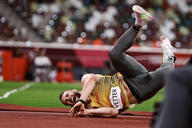 Johannes Vetterillä oli heittoalustan vuoksi suuria vaikeuksia Tokion olympiafinaalissa. Hän karsiutui kolmelta viimeiseltä kierrokselta.