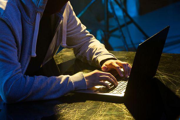 Monet tuomarit ovat kyselyn mukaan kohdanneet sähköpostipommitusta ja puhelinterroria antamansa ratkaisun takia. Kuvituskuva.