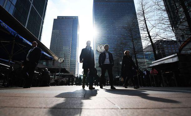 Suomalainen ex-investointipankkiiri paljastaa Lontoon Cityn pankkien ja pankkiirien kieron pelin.