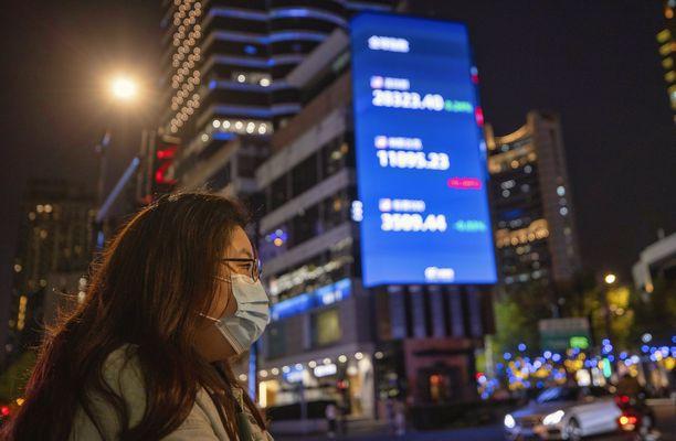 Korona on kurittanut muun muassa matkailu- ja ravintola-alan yhtiöitä ympäri maailmaa. Kuva Shanghaista.
