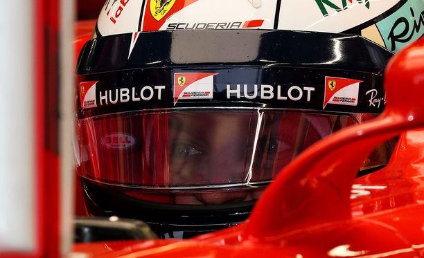 Kimi Räikkönen joutuu Singaporen GP:ssä apukuskiksi.