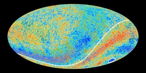 """Tässä Planck-avaruusteleskoopin ottamassa koko taivaan käsittävässä kosmisessa mikroaaltokartassa """"kylmä alue"""" näkyy ympyröitynä oikeassa alakulmassa."""