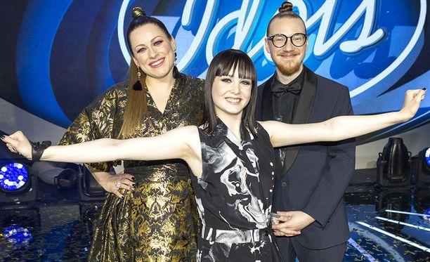 Kuvassa vasemmalta oikealle: Erin, Anniina Timonen ja Jurek.