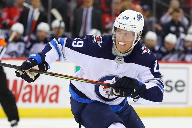 Patrik Laine pääsee antamaan lisää näyttöjä Winnipeg Jetsin ykkösnyrkissä.