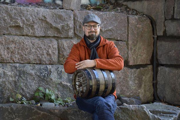 Mikko Salmi muistuttaa, että jos kuluttaja epäilee olutta vialliseksi, kannattaa ottaa eränumero ylös ja ilmoittaa panimolle.