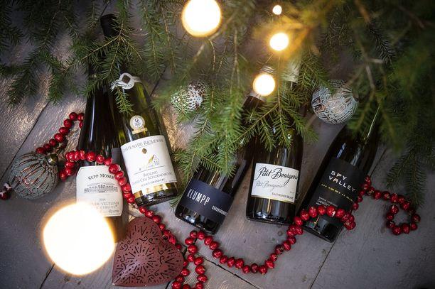 Viisi upeaa valkoviiniä, joista löytyy jokaiseen joulupöytään sopiva.