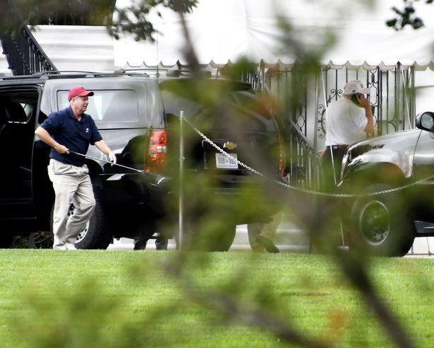 Lindsey Gragham (vas.) on Trumpin suosikkisenaattoreita ja golfkaveri. Parivaljakko kuvattiin yhdessä golfkierroksen jälkeen lokakuussa 2017.