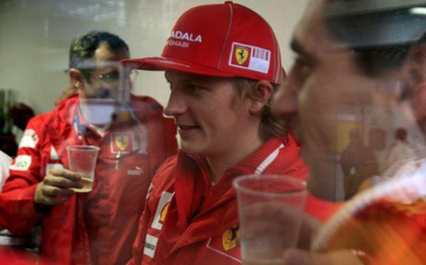 Kimi juhli syntymäpäiviään Ferrarin varikolla.