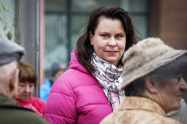 Johanna Ojala-Niemelä (sd) esitti keskiviikkona ministeri Anne Bernerille epäluottamuslausetta Finavia-jupakasta.