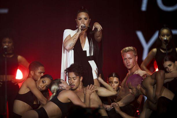 Amerikkalainen laulaja Demi Lovato esiintymässä Lissabonissa Portugalissa kesällä 2018.