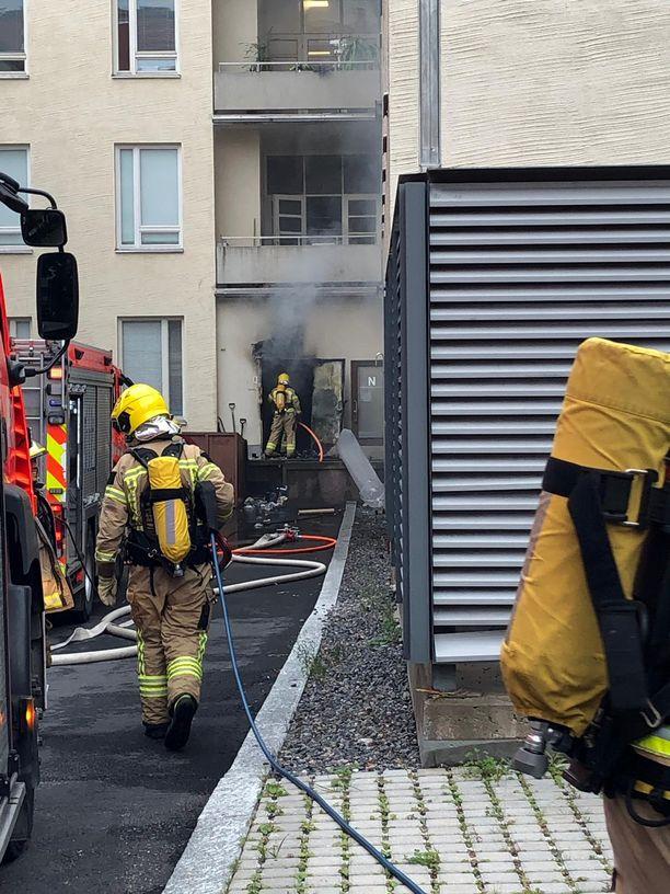 Palon jälkisammutustyöt ja savunpoisto olivat käynnissä vähän kello 20 jälkeen.