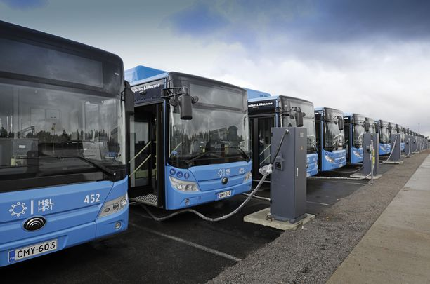 Valmiina palvelukseen. Ensi viikolla pääkaupunkiseudun joukkoliikenteessä aloittaa 30 kiinalaisvalmisteista sähköbussia.