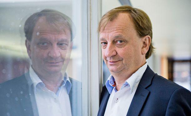 Liikemies Hjallis Harkimo toimii nykyisin myös kansanedustajana.