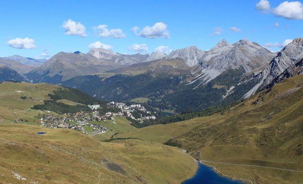 Hotelli sijaitsee Sveitsissä Arosan kaupungissa.