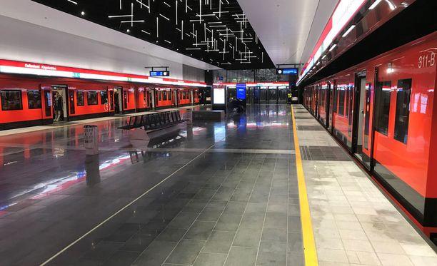 Metrojen ja raitiovaunujen kuljettajat päättivät itse koko päivän mittaisesta työnseisauksesta.