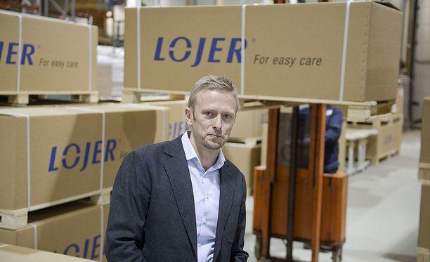 Sairaalakalusteita valmistavan Lojerin toimitusjohtaja Ville Laine.
