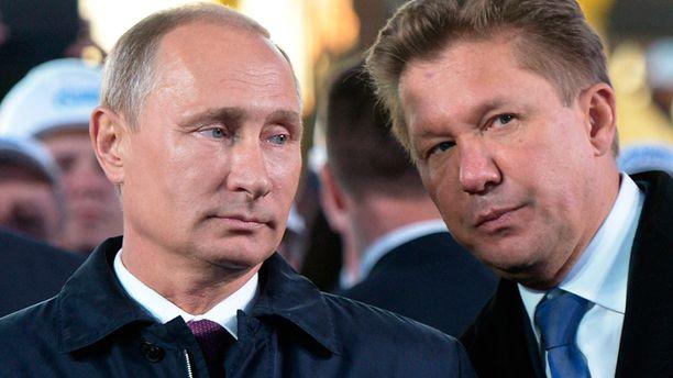 Kremlin tiedottaja kiistää Vladimir Putinin (vas.) sopineen tulitauosta.