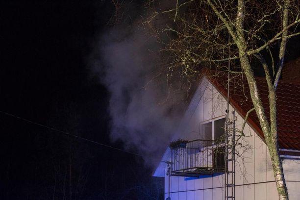 Palo sai alkunsa mahdollisesti sähkölaitteesta.