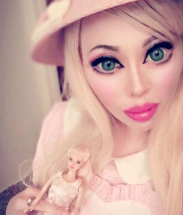Ophelia Vanity haluaa näyttä Barbie-nukelta.