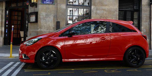 Place de la Corsan aukiolla Opel esitteli ennakkoon uutta Corsa-malliaan. Kyseessä viidennen sukupolven Corsa siitä lähtien kun Corsa ensiesiteltiin ensi kertaa vuonna 1983.