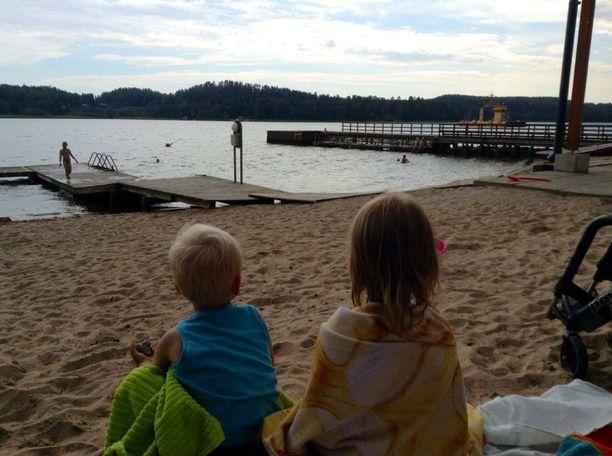 Pelastuslaitoksen viestintäpäällikkö Taisto Hakala toivoo, että uimarannalle pienten lasten kanssa lähtevät vanhemmat, päättäisivät jo etukäteen jättää muut asiat sivuun ja nauttisivat yhdessäolosta  jälkikasvun kanssa.