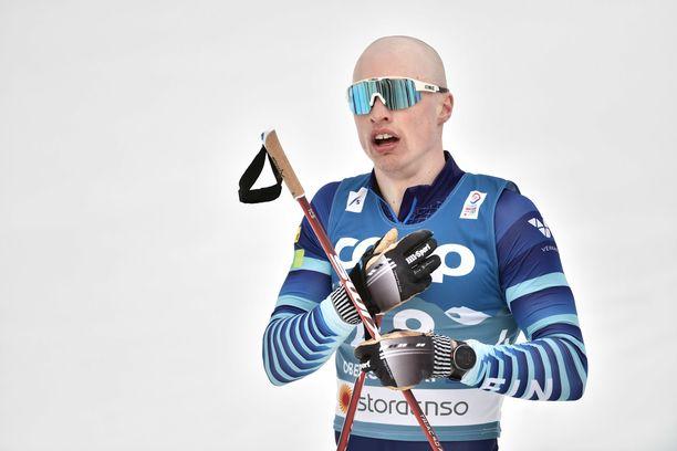 Iivo Niskanen hamuaa MM-kultaa 50 kilometrin kisasta.