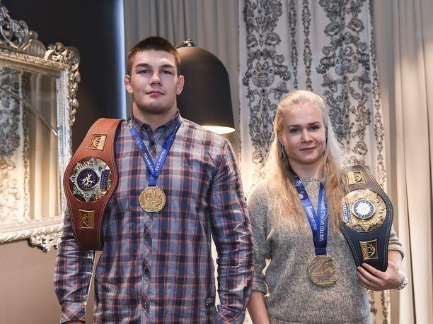 Ollin lisäksi perjantaina juhlistettiin Arvi Savolaista, joka voitti syyskuussa historian ensimmäisenä suomalaisena kreikkalais-roomalaisen painin alle 20-vuotiaiden MM-kultaa.