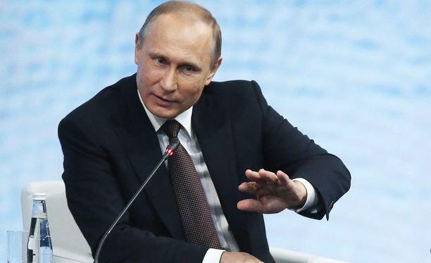 Vladimir Putin ei ole tyytyväinen IAAF:n päätökseen sulkea venäläisurheilijat kansainvälisestä yleisurheilusta.