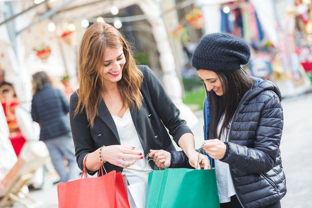 Tupakoinnista säästyneillä rahoilla voit ostaa vaikka lahjoja itsellesi ja läheisillesi.