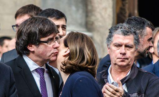 Katalonian itsehallinnon johtaja Carles Puigdemont ei ole selvästi ilmoittanut onko hän julistanut Katalonian itsenäiseksi vai ei.