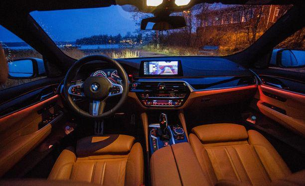 Runsaasti tuttuja elementtejä uudesta BMW 5-sarjasta.