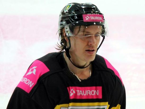 Puolan pääsarjassa kiekkoileva Janne Laakkonen on kokenut urallaan yhtä sun toista.