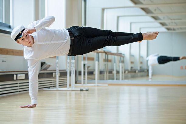 Lukion ohessa Oskar Komulainen on kouluttautunut tanssinopettajaksi.