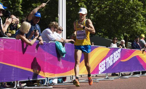 Tämän kuvan perusteella Anders Hansson otti kävelykisassa juoksuaskeleita, mutta tuomarit eivät antaneet hänelle varoitusta.