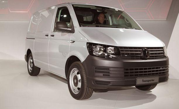 Kyykistyvää pikkupoikaa ei syytetty yksinkertaisesti voinut nähdä pakettiauton keulan yli. Kuvan VW Transporter on uudempaa mallia kuin onnettomuusauto.