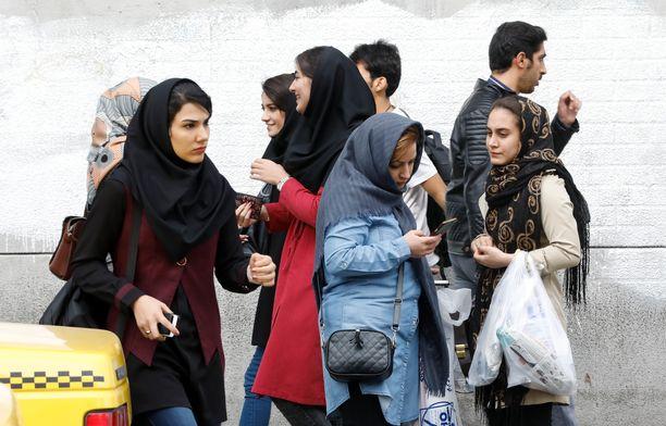 Tavallisten kansalaisten elämä Iranissa on käynyt ahtaaksi.
