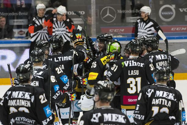 Kärkikamppailu päättyi Oulussa Kärppien juhlintaan.