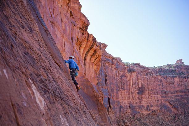 Kiipeilyn kaltaiset riskialttiit lajit voidaan rajata pois matkavakuutuksen ehdoista.