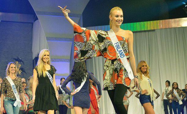 Vaalea Viivi erottui edukseen Japanissa käydyssä Miss International 2012 -kisassa.