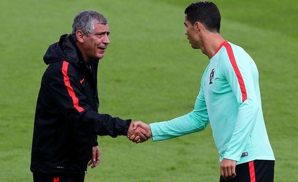 Portugalin päävalmentaja Fernando Santosin tuki Cristiano Ronaldolle on järkähtämätöntä.