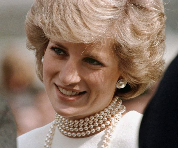 No nyt on kampauksella kokoa! Dianan look vuodelta 1986 saa hiukset näyttämään todellista lyhyemmiltä.