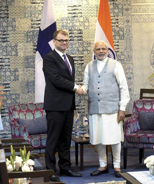 """Pääministeri Juha Sipilä tapasi viime vuoden helmikuussa Intian pääministerin Narendra Modin. Sipilän mukaan """"Intiassa pääministereiden tapaamisessa oli esillä suomalainen biotalousosaaminen yleisesti""""."""