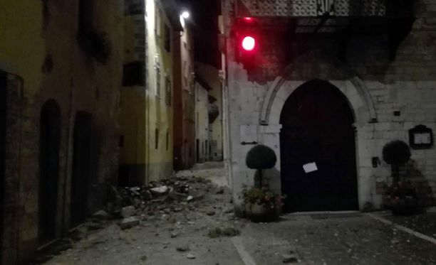 Keski-Italiaa ravistelleet maanjäristykset aiheuttivat tuhoa kaupungeissa.